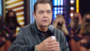 Fausto Silva apresentando o Domingão do Faustão