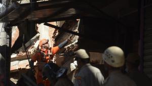 bombeiros trabalham em desabamento em Rio das Pedras, no Rio de Janeiro