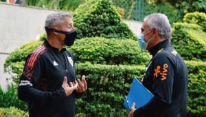 Hernán Crespo e Tite durante treino da seleção brasileira
