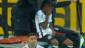 Léo Natel se machuca e sai chorando de campo