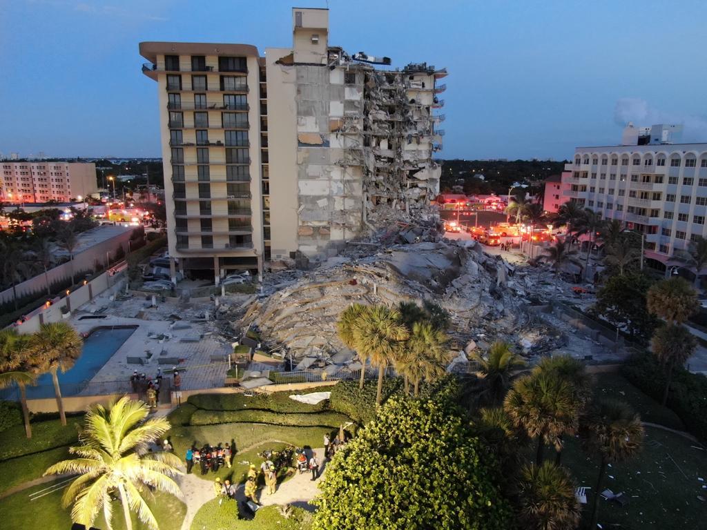Imagem de parte de prédio que desabou em Miami