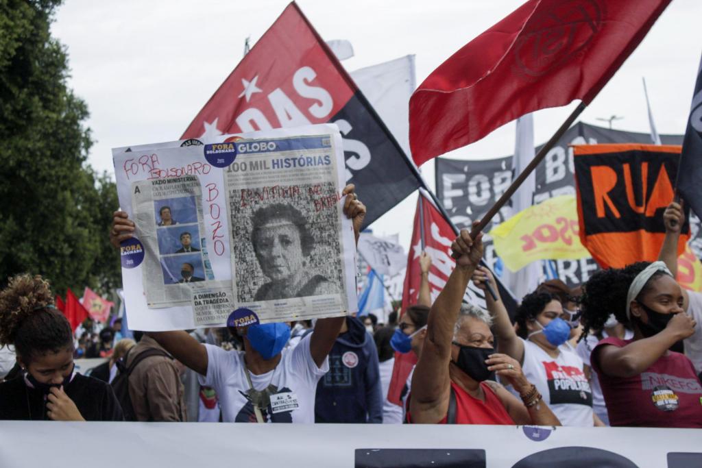 No Rio de Janeiro, manifestantes iniciaram concentração na estátua do Zumbi de Palmares