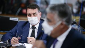 O senador Flávio Bolsonaro na CPI da Covid-19