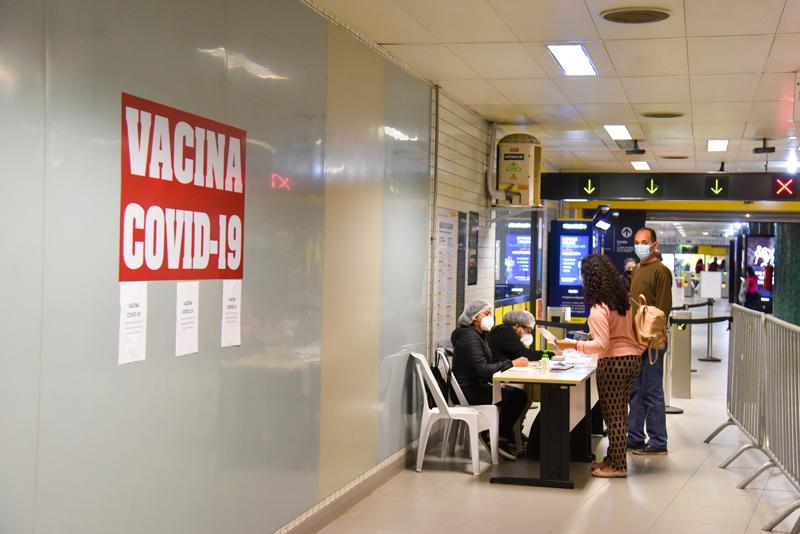 Posto de vacinação contra Covid-19, na Estação República