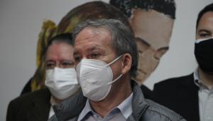 Em primeiro plano, o secretário municipal de Saúde, Edson Aparecido