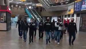 Organizada do Corinthians vai ao aeroporto cobrar delegação, mas não encontra elenco