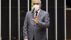 O deputado federal, Christino Aureo, no plenário da Câmara
