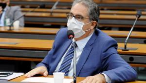 O deputado Carlos Zarattini em pronunciamento durante audiência na Câmara