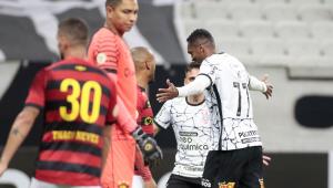 Jô balançou a rede em vitória do Corinthians sobre o Sport