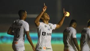 Kaio Jorge comemorando gol