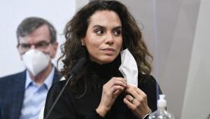 A infectologista Luana Araújo durante depoimento na CPI da Covid-19