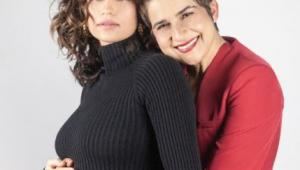 A atriz Nanda Costa e a esposa Lan Lahn