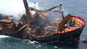 Navio afunda no Sri Lanka com toneladas de produtos químicos