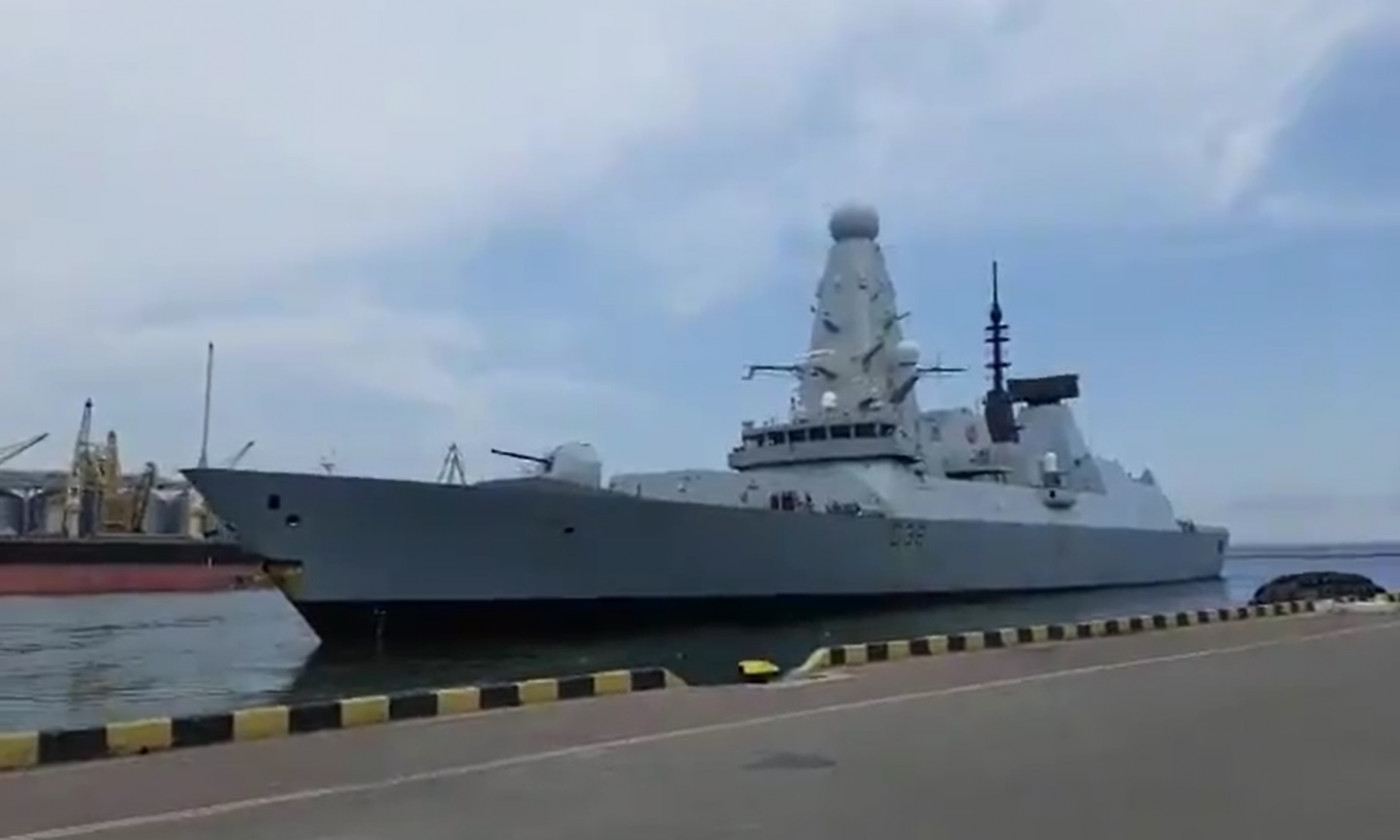 navio britânico ancorado no mar negro