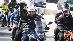 O presidente Jair Bolsonaro participa de motociata em São Paulo