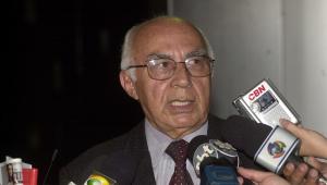 O deputado federal Philemon Rodrigues dá entrevista