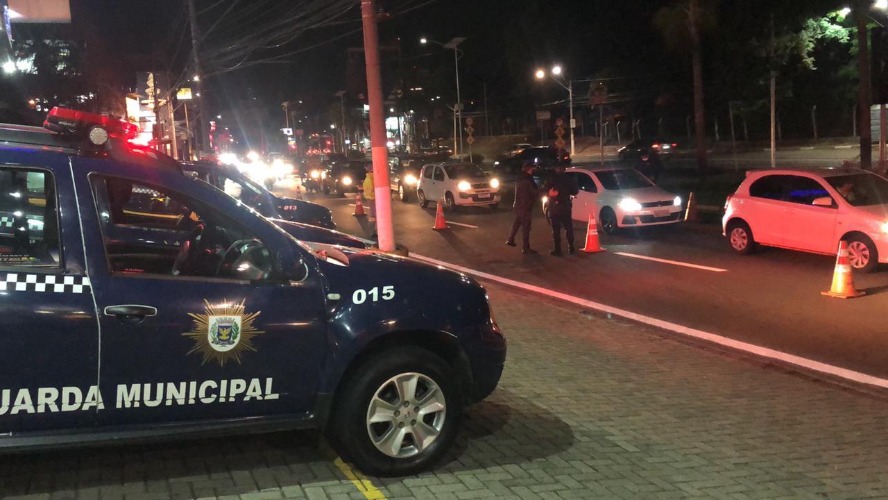Carro da guarda municipal fazendo blitz em Campinas