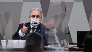 Ministro de máscara depõe na CPI da Covid-19