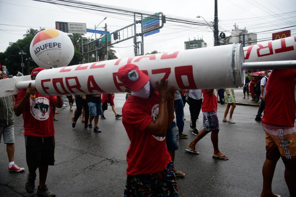 Manifestantes caminharam pela Avenida Conde de Boa Vista