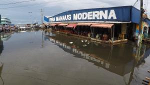 Inundação atinge Manaus
