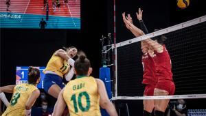 A seleção brasileira feminina de vôlei perdeu para a China