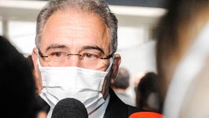 O ministro da Saúde, Marcelo Queiroga, dando entrevista