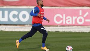 Arturo Vidal durante treinamento com a seleção chilena