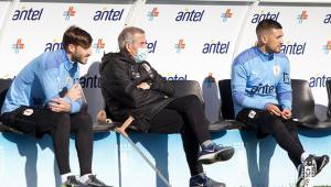 Arrascaeta e Viña durante treino da seleção uruguaia