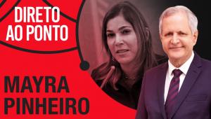Montagem de foto da secretária Mayra Pinheiro, o apresentador Augusto Nunes e o letreiro do programa 'Direto ao Ponto'. Cores predominantes são vermelho e preto