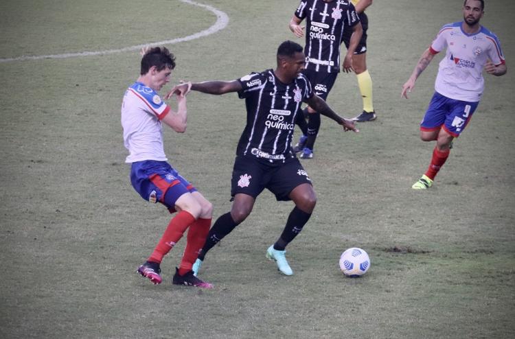 Corinthians melhora no segundo tempo, mas não sai do zero contra o Bahia