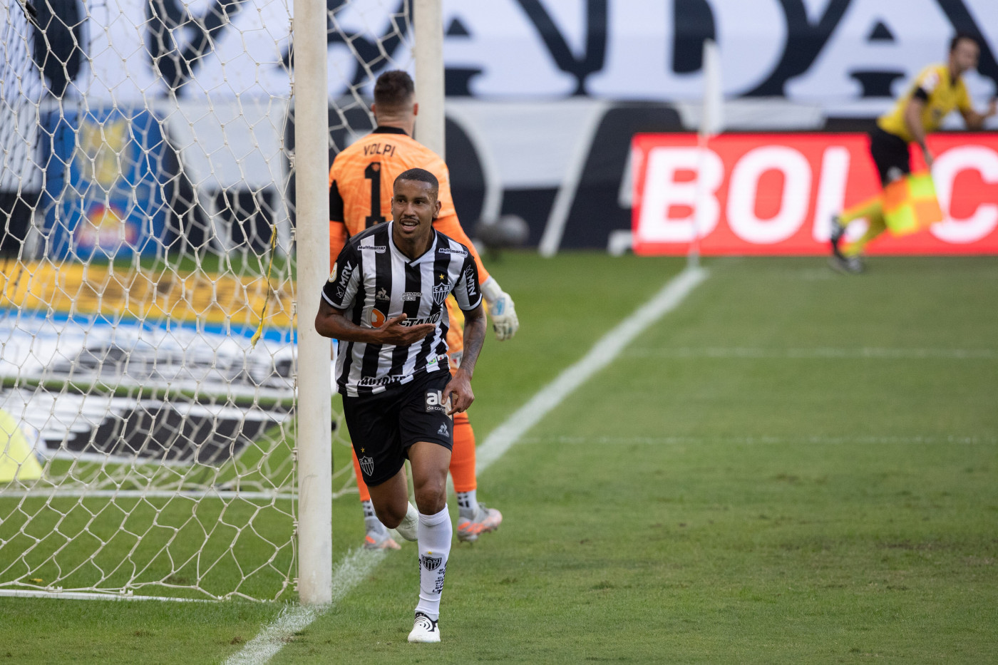 Jair, do Atlético-MG, comemora gol marcado contra o São Paulo pelo Brasileirão