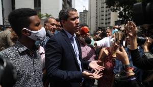 Juan Guaidó fala com apoiadores na Venezuela