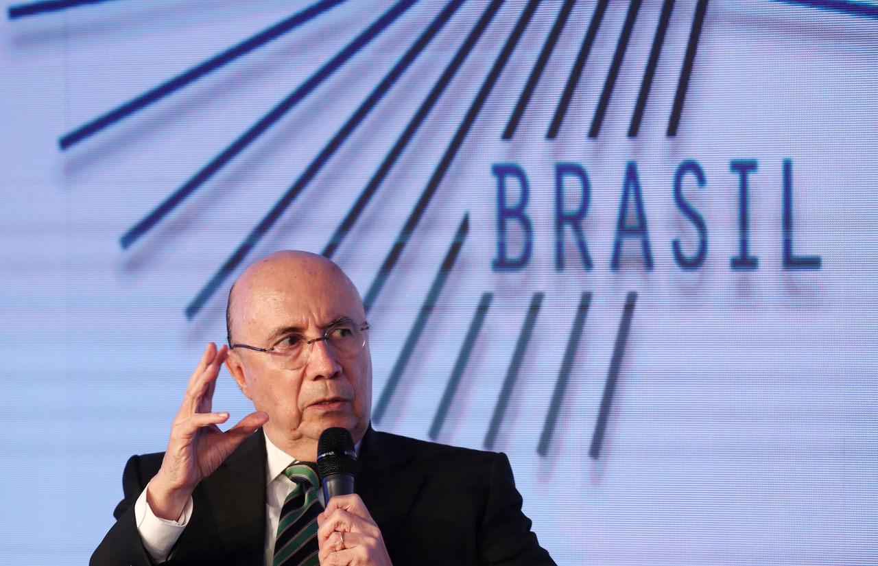 Henrique Meirelles fala ao microfone