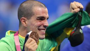 Bruno Fratus com medalha de bronze