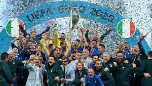 Jogadores da Itália comemoram vitória sobre a Inglaterra na final da Eurocopa