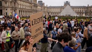pessoas protestando na frança