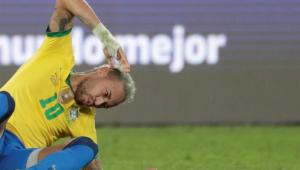Neymar reclama de falta durante a partida Brasil x Argentina, pela semifinal da Copa América