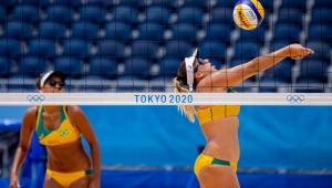 Ana Patrícia e Rebecca jogando vôlei de praia