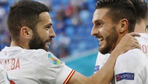 Alba e Koke comemoram gol da Espanha contra a Suíça, em jogo válido pelas quartas da Eurocopa