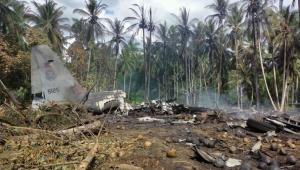 Destroços do avião militar que caiu nas Filipinas