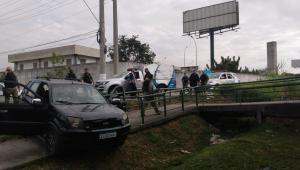 Um carro que foi interceptado pela Secretaria de Administração Penitenciária