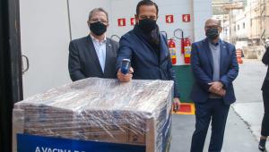 O Governador do Estado de São Paulo, João Doria, acompanhou na manhã desta quarta-feira (14) a entrega de 800 mil doses da vacina do Butantan contra o coronavírus ao Ministério da Saúde
