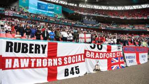 Torcedores ingleses em Wembley acompanhando a partida contra a Alemanha, pelas oitavas da Eurocopa