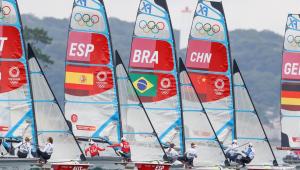 Martine Grael e Kahena Kunze subiram para o sexto lugar na vela