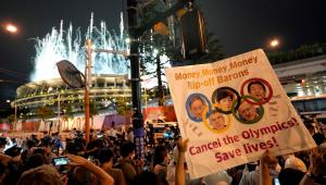 Pessoas se manifestando contra os Jogos Olímpicos