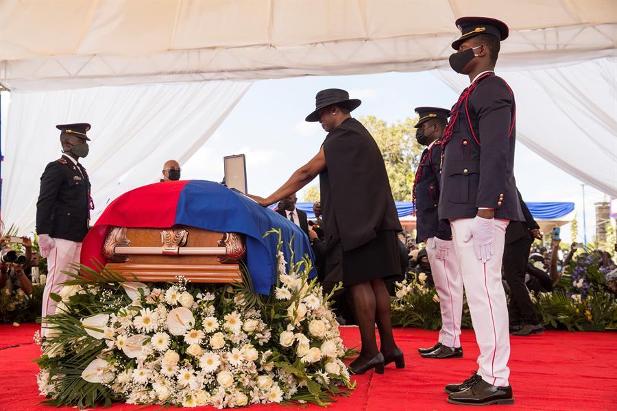 viúva de jovenel moise no funeral do presidente do haiti