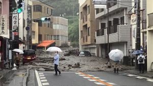 Ruas são atingidas pela avalanche de lama após fortes chuvas na região