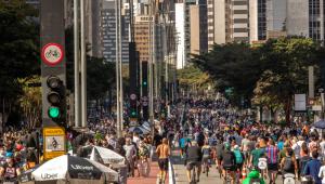Avenida Paulista é reaberta ao público