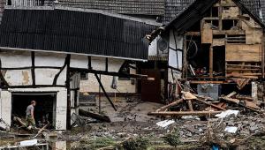 destroços de casas