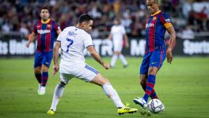 Em jogo de lendas, Real vence o Barcelona por 3 a 2